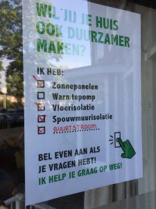 poster van duurzaam huis actie achter raam met een paar opties ingevuld